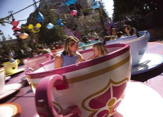 mad hatters tea cups attraktion disneyland paris foto