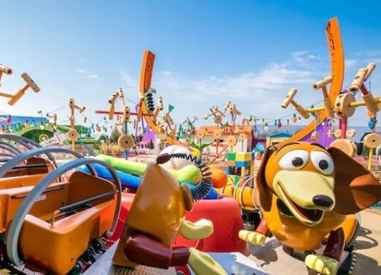 slinky dog zigzag spin attraktion disneyland paris foto